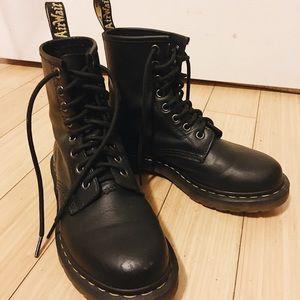 Dr. Martens 1460 combat boots 🌊